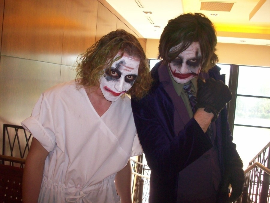 Jokers Two cosplayers doing the
